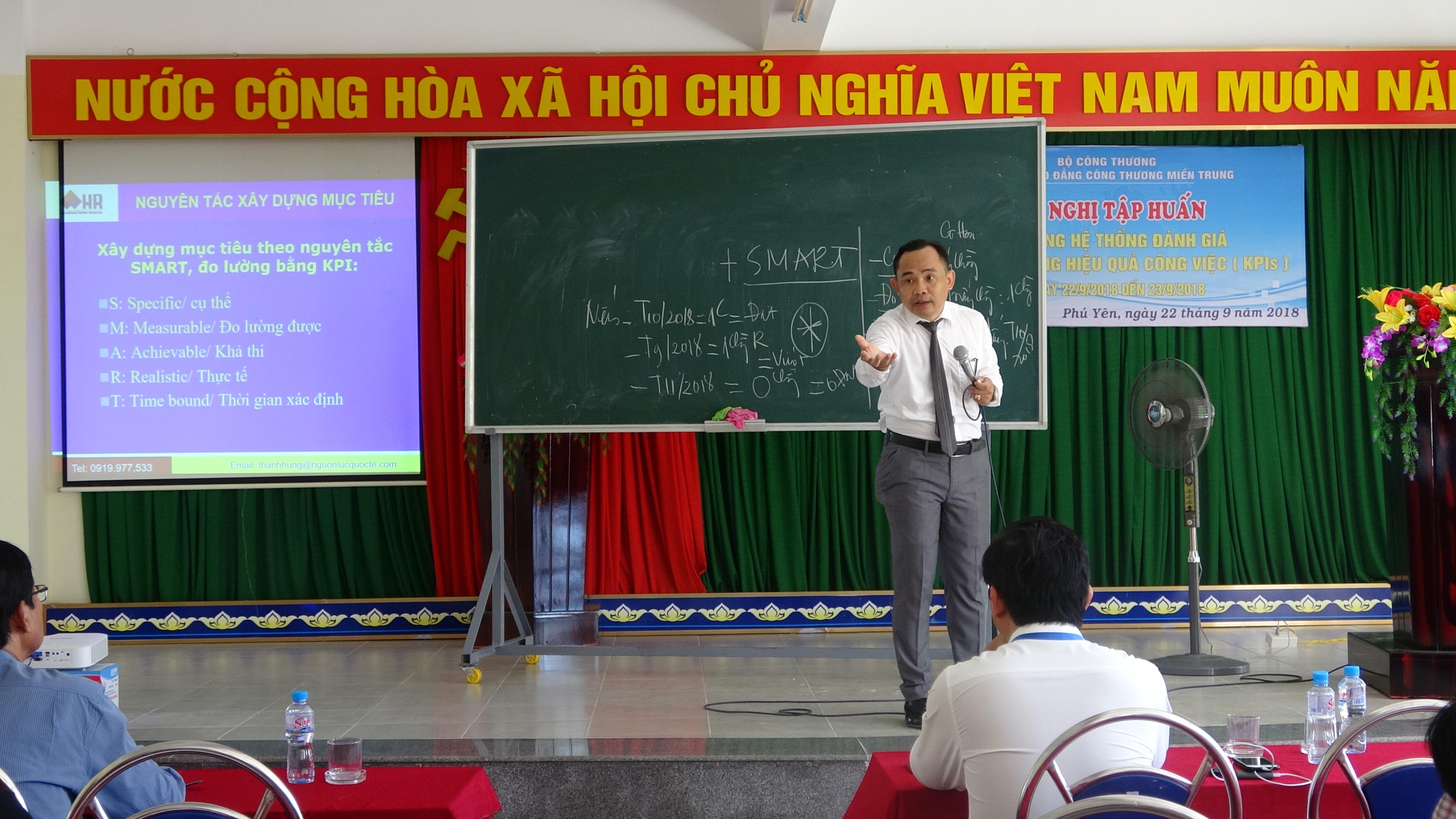 to-chuc-tap-huan-chi-so-danh-gia-hieu-qua-cong-viec-kpi-cho-toan-the-can-bo-giao-vien-nha-truong