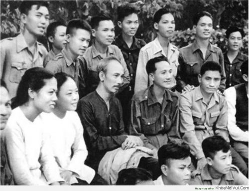 Mẩu chuyện về Bác Hồ: Trích thư của Bác Hồ gửi các bạn Thanh niên nhân Hội nghị Thanh niên Việt Nam ngày 17/8/1947