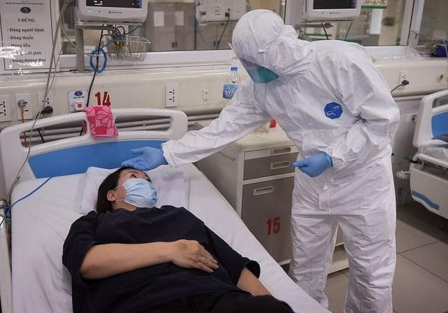 Điều trị bệnh nhân COVID-19 ở Bệnh viện Bệnh nhiệt đới Trung ương cơ sở 2.